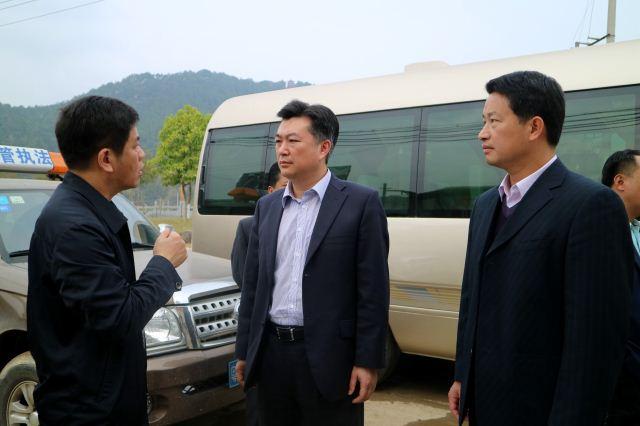熊锋松调研县城环城路改造及临时市场规划建设情况
