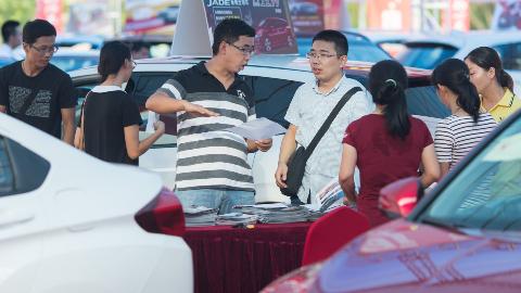 十多款新车投入梅州市场!汽车文化节吸引众多消费者