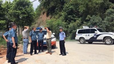 梅江区交通运输局联合相关部门到x956线进行治超行动和源头企业检查