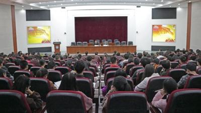 嘉应学院举行《梅州市被认定为原中央苏区范围的重大意义》专题报告