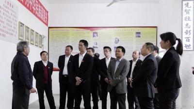 潭下镇全体班子成员到梅林镇瞻仰中共五华县委诞生旧址重温入党誓词