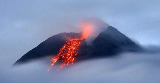 菲律宾马荣火山喷发危险上升 政府再次疏散周边居民