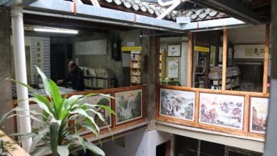一座书屋与学校的时光流影