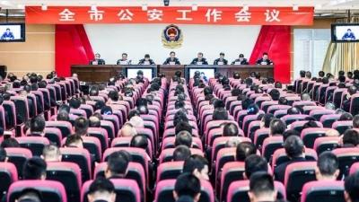 全市公安工作会议召开  陈俊钦:坚决打赢扫黑除恶专项斗争