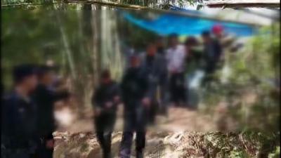 这7人现场被警方抓了,原来是在山坡上干这事……