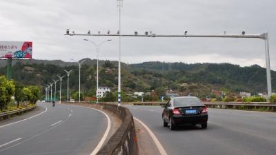 注意!S223线旅游专线路段,全线段禁止通行中型以上货车