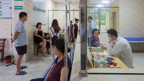 """梅江区实现""""小病不出村"""" 全区标准化村级卫生站基本建成"""