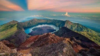 7名被困印尼火山的中国公民健康状况良好