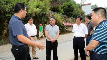 吴晖到转水镇调研农村生活污水处理项目建设推进情况