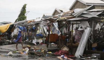 """台风""""山竹""""过境菲律宾已致2人死亡,超8万人转移"""