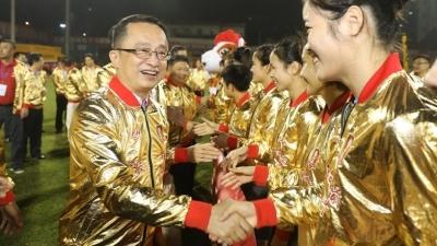 高清图丨冲超成功!梅州市委书记陈敏在现场为梅州辉骏打Call !
