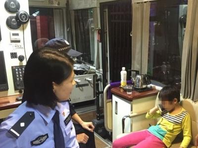 别怕,我带你回家!梅县区民警助六位老人和小孩与家人团聚