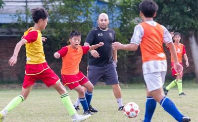 把欧洲足球理念带到梅州——本报记者探营葡萄牙外教团队