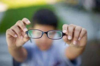 """广东:严控""""小眼镜"""",小学一二年级不布置书面家庭作业"""