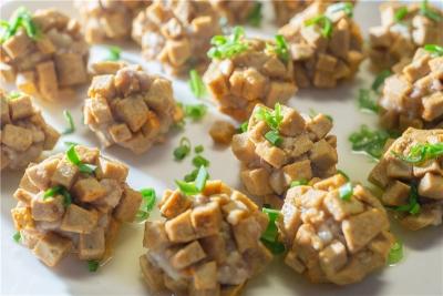寻访民间客家菜名品丨仁居红菌豆腐:生于天然传以智慧