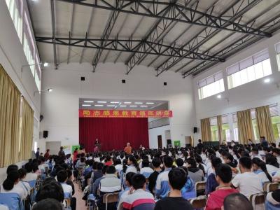 金牌讲师主讲,梅州励志感恩教育巡回讲座走进校园