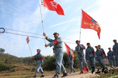 """铭记光辉历史!兴宁市200多名""""红军战士""""重走古驿道"""