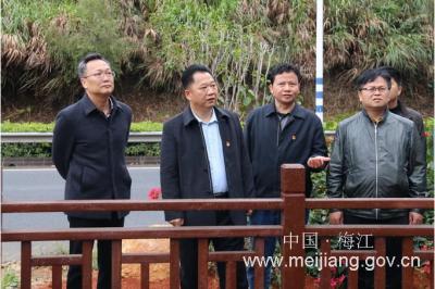 朱国城率队到双黄村调研基层党建和精准扶贫工作