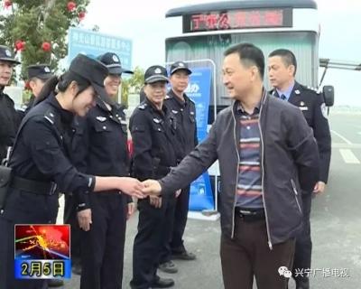 丘孝东检查春节安保情况并看望慰问一线公安民警、辅警