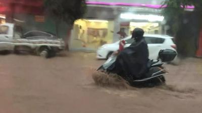 """梅州V视丨来五华看""""海""""啦!一场大雨,水寨成了真""""水寨"""""""