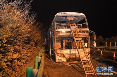 湖南常长高速客车起火事故已致26人死亡