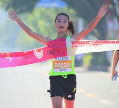 马拉松半程冠军女神又夺冠了!访嘉应学院大四学生殷晓雨