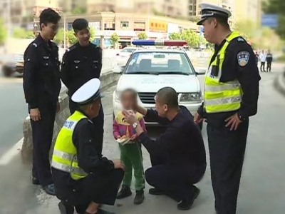 """小孩走失梅县街头 遇到民警反而""""哇哇大哭"""",咋回事?"""