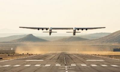 双机身6台发动机!世界最大飞机顺利首飞