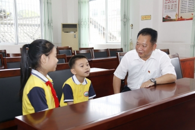 """""""区委书记来看我们啦!"""" 朱国城率队开展""""六一""""儿童节慰问活动"""