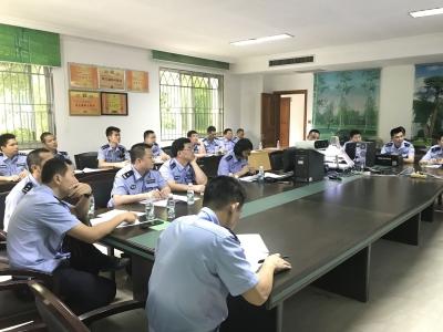 """不简单!梅县农村民警为了这份新""""兼职"""",学习起了交通安全管理知识"""