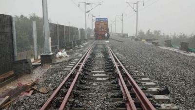 最新进展!梅汕高铁铺轨到达畲江北站啦,下一站:梅州西站