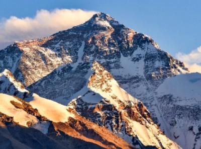 新世界记录!49岁尼泊尔夏尔巴人第23次登顶珠峰