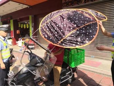 """摩托车电动车上装伞具的注意!交警开始""""清伞""""了,赶紧拆吧"""