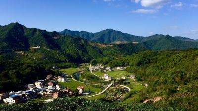 每日一景丨九龙嶂下马图村 青山绿水传红韵
