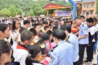 蕉岭县公安局防范突出违法犯罪系列宣传活动之走进新镇、广福