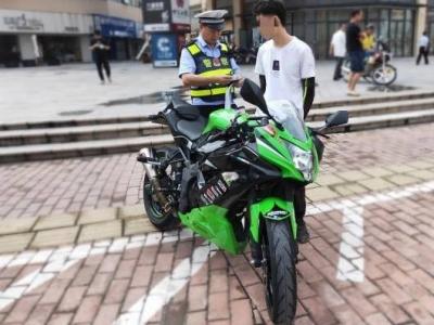 """五华交警严查""""炸街党"""",2辆非法改装摩托车被扣"""