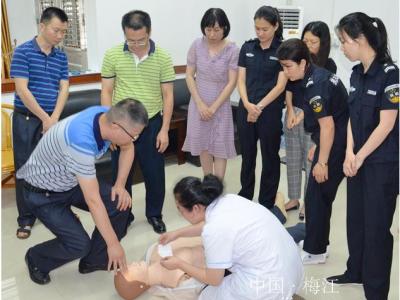 """""""救""""在身边!医护人员到梅江区纪委监委开展医疗急救培训"""