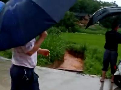 五华一女童回家途中落水失踪,目前仍在搜救…