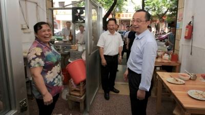 刚刚,市委书记陈敏走进这个菜市场和小区!与市民讲创文...