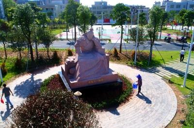 """""""南下干部第一人""""南越王赵佗雕像在五华落成"""