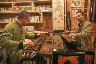 梅州斫琴师:一斧一凿斫古琴 泠泠不绝千年音