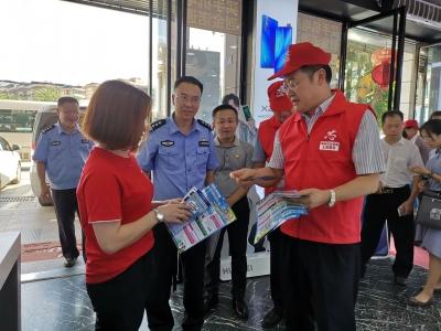 派发传单、现场劝导…副市长带头做志愿者助力创文