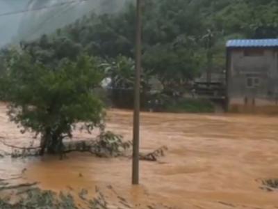 广西百色市凌云县暴雨致10死3伤 搜救仍在进行