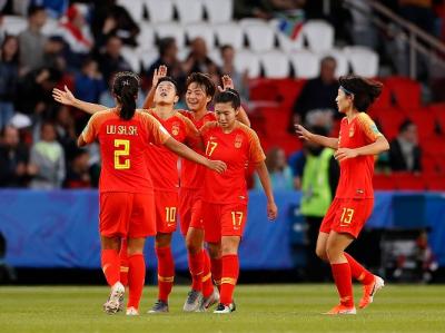 中国女足1:0拿下生死战!梅州辉骏队前锋李影飞身凌空垫射定乾坤