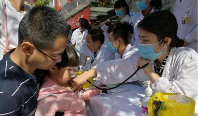 梅县区中医医院联合广东省中医院开展义诊活动