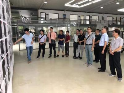 兴宁组织版画艺术家赴深圳市龙华区开展文艺学习考察