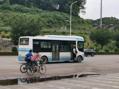不太方便!市民建议:这里能否增加一个公交站点?