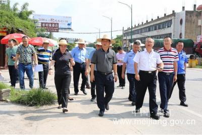 朱国城钟秀堂率队调研梅江区城乡环境整治工作
