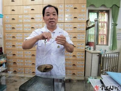 """村医林庆保:34年扎根山区,做好村民健康的""""守护人"""""""