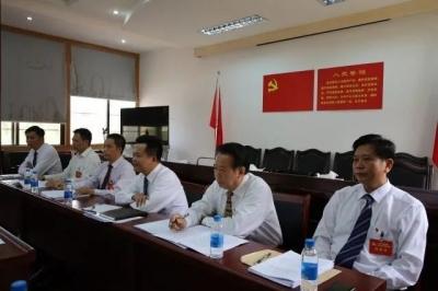 朱汉东参加县委十二届八次全会分组讨论
